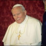Druppels bloed van paus Johannes Paulus II gestolen