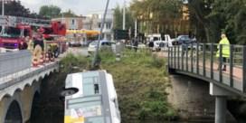 Lijnbus rijdt in water in Brugge