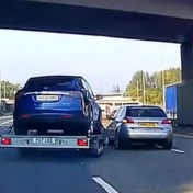 Chauffeur kan losgeslagen aanhangwagen maar net ontwijken