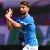 Dries Mertens helpt Napoli met goal en twee assists mee aan monsterzege tegen Genoa