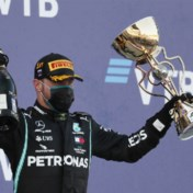 Bottas wint GP van Rusland dankzij dubbele tijdstraf Hamilton