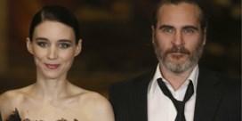 Joaquin Phoenix vernoemt zoontje naar overleden broer
