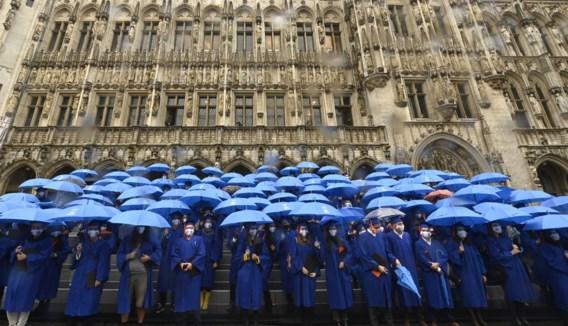 Studenten VUB krijgen diploma op bijzondere locatie: 'Liever op deze unieke plek dan digitaal'