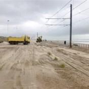 Odette is weg, zand nog niet: auto's zijn zandbakken, kusttram zit vast