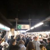 Overvolle metrostellen door 'coronaproof' actiedag voor hogere uitkeringen