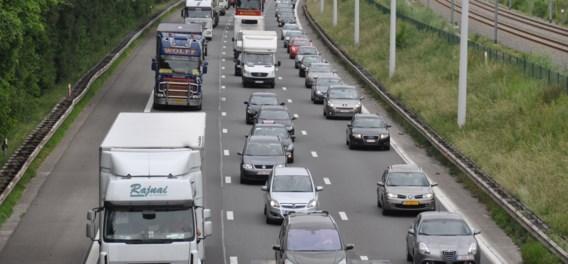 Reddingsstrook bij file voortaan verplicht: zo hou je je aan de nieuwe verkeersregel