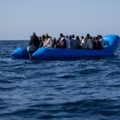 Britse regering wil migranten op oude veerboten of verre eilanden