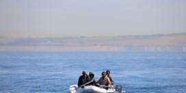 Franse marine begeleidt migrantenbootjes tot in Britse wateren