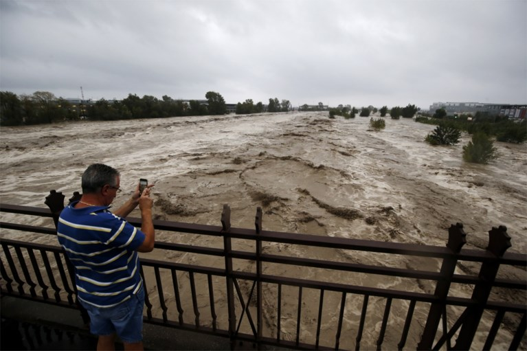 Storm en hevige regenval teisteren delen Frankrijk: negen vermisten