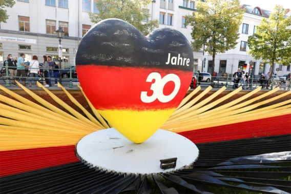 Duitsland viert hereniging met kleinschalig evenement