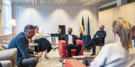 Drie dagen in het spoor van het jongste regeringslid: Sammy Mahdi wil geschiedenis schrijven