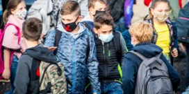 Opa weigert mondmasker te dragen aan Bilzense schoolpoort en krijgt boete