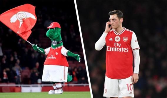 Arsenal ontslaat mascotte, maar speler Mesut Özil biedt aan om salaris zelf te betalen