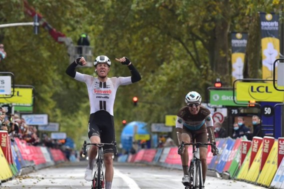 De Deen Casper Pedersen wint loodzware en nerveuze Parijs-Tours