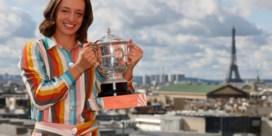 Elise Mertens valt uit top twintig, Poolse Iga Swiatek klimt na titel op Roland Garros naar plaats zeventien