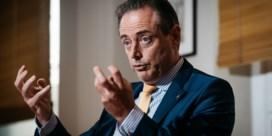 Niemand durft het opnemen tegen De Wever