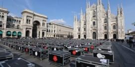 Luid protest met vijfhonderd koffers aan de Dom van Milaan
