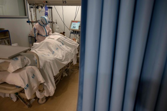 Helft van intensieve zorg moet vrij voor coronapatiënten, ziekenhuizen in Luik 'over 72 uur vol'