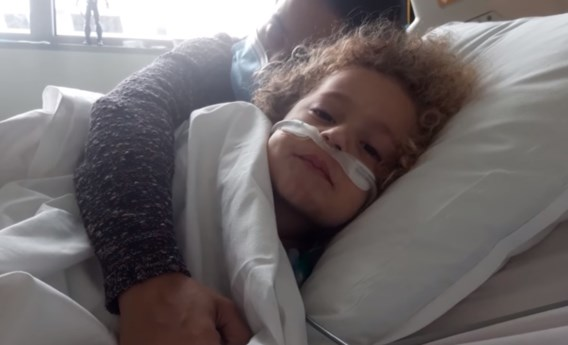 Vader van 4-jarige Kaïs: 'Covid is ook gevaarlijk voor kinderen'