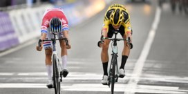 Mathieu van der Poel klopt Van Aert in droomduel in Ronde Van Vlaanderen