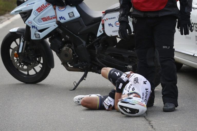 Alaphilippe breekt twee vingers en middenhandsbeentje bij val in volle finale Ronde van Vlaanderen