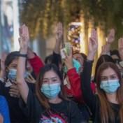 Thaise betogers ontwikkelen eigen gebarentaal om kritiek te uiten op koning