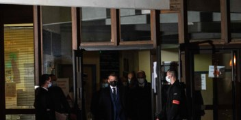 Macron zet aanval in tegen extremisme