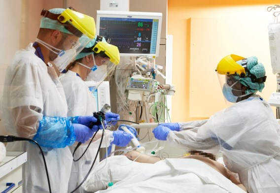 Gemiddeld aantal dagelijkse besmettingen stijgt tot boven 10.000, 496 opnames gisteren