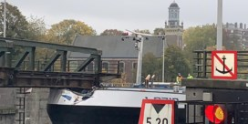 Olietanker vaart tegen belangrijke brug in Gentse havenbuurt: 'maandenlang afgesloten'