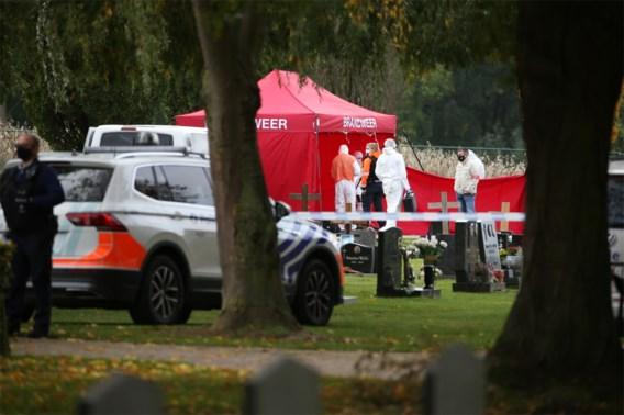 Twee lichamen gevonden aan graf op kerkhof in Aalst