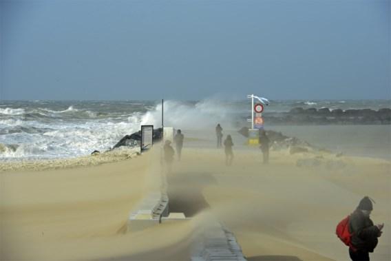 Zwaarbewolkte zondag: 1722 actief, kans op storm en wateroverlast