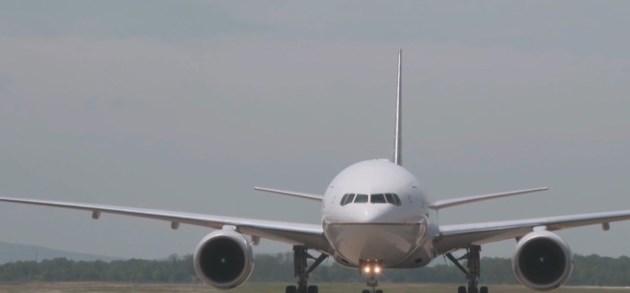 Onderzoekers gebruiken levend virus en mondmaskers om te testen of reizen met het vliegtuig veilig kan