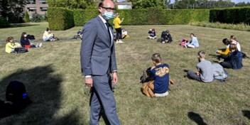 Weyts verlengt herfstvakantie onder druk van scholen en virologen