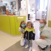 Vierjarige coronapatiënt Kaïs is weer thuis na twaalf dagen kunstmatige coma: 'Hij moet nu nog een tijdje revalideren'