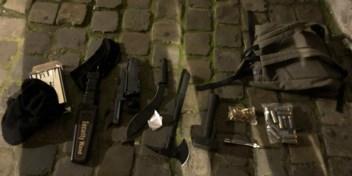 Zwaarbewapende man opgepakt aan Brussels politiekantoor, mogelijk aanslag verijdeld