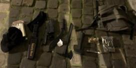 Zwaarbewapende man opgepakt aan Brussels politiekantoor