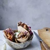 Wraps met pulled shiitakes, met rodekoolsalade en muntsaus