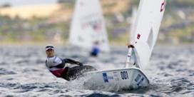 Emma Plasschaert valt op de voorlaatste dag van EK zeilen terug naar de vijfde plaats, maar mag nog hopen op medaille