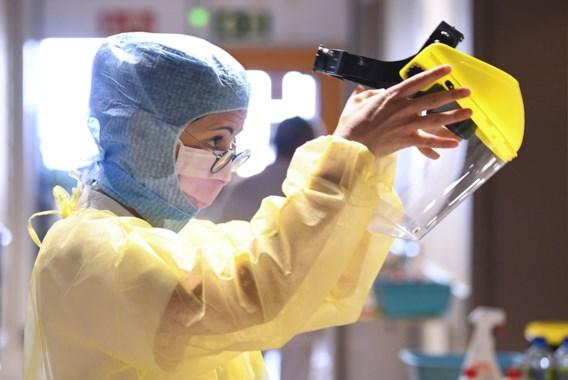 Cijfers blijven stijgen: bijna 12.000 besmettingen per dag, ziekenhuisopnames pieken