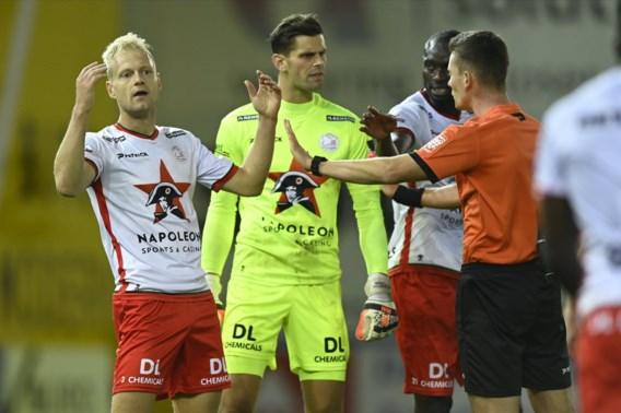 Zulte Waregem en Kortrijk delen de punten na flauwe derby met tumultueus slot