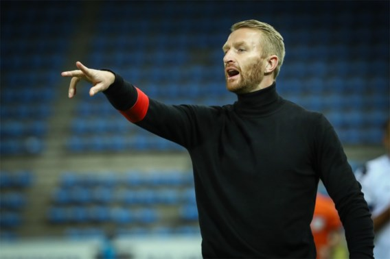 AA Gent zonder coach naar Rode Ster Belgrado: Wim De Decker test positief op corona
