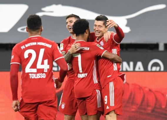 Karrenvracht aan kansen en afgekeurde doelpunten: Bayern München wint spektakelrijke Klassiker van Borussia Dortmund