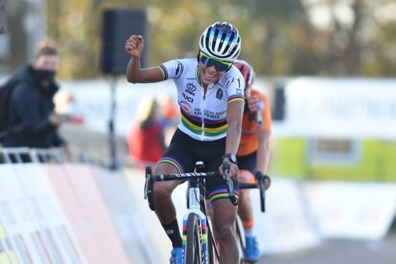 Ceylin Alvarado rondt Nederlandse dominantie af en kroont zich tot Europees kampioene veldrijden