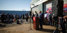 Trumps advocaat Rudy Giuliani gaf 'belangrijke persconferentie' op parking tuincentrum