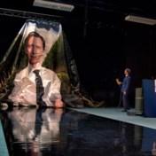 De politicus in zijn hemd. Het beste online theater.