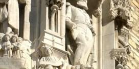 Leuven haalt standbeeld van Leopold II weg uit nis stadhuis