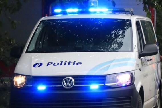Politie betrapt meer dan 50 mensen in één woning: 'Zoveel auto's voor de woning, dat valt op'
