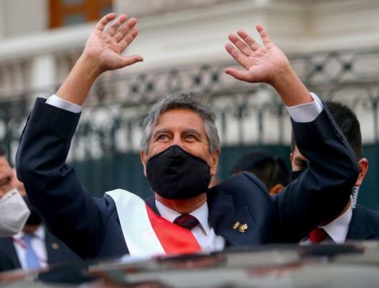 Sagasti legt eed af als president van Peru