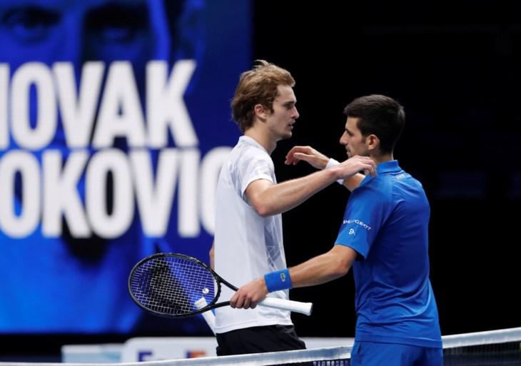 Novak Djokovic klopt Zverev en staat in halve finales van de ATP Finals