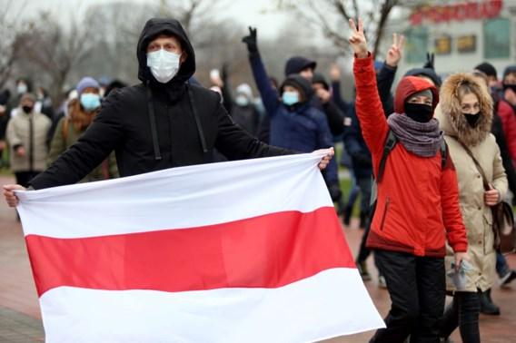 Politie arresteert deelnemers van vijftiende protestzondag in Minsk